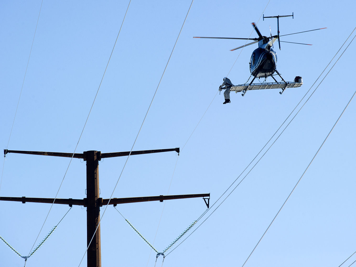 High Wire Act Linemen Use Helicopter To String Transmission Project Local News Lacrossetribune Com