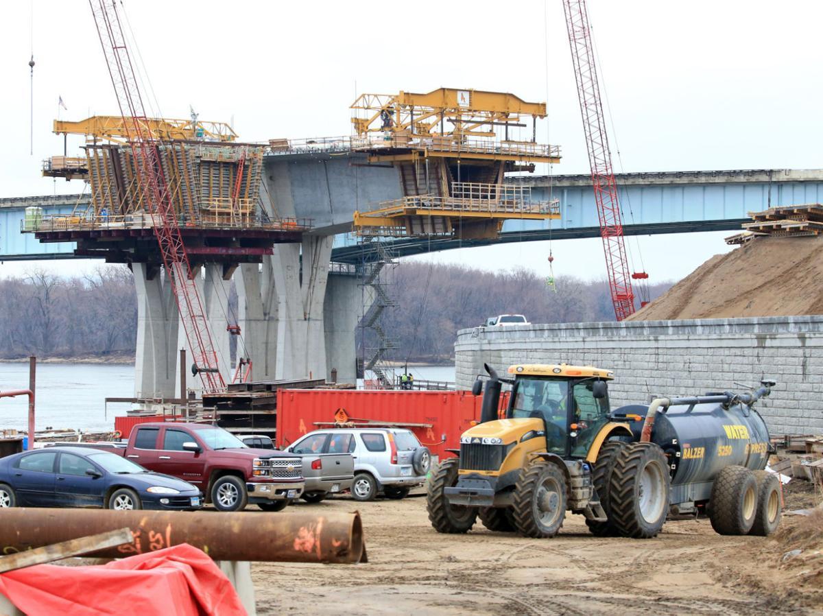 Dresbach bridge construction