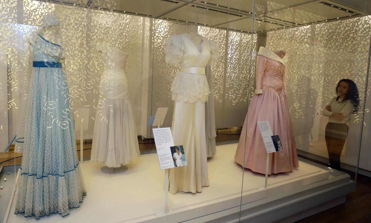 Photos Exhibit Features Dresses That Tell Princess Diana S Fashion Story Lifestyles Lacrossetribune Com