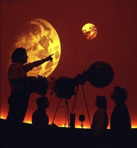 UWW - L Planetarium