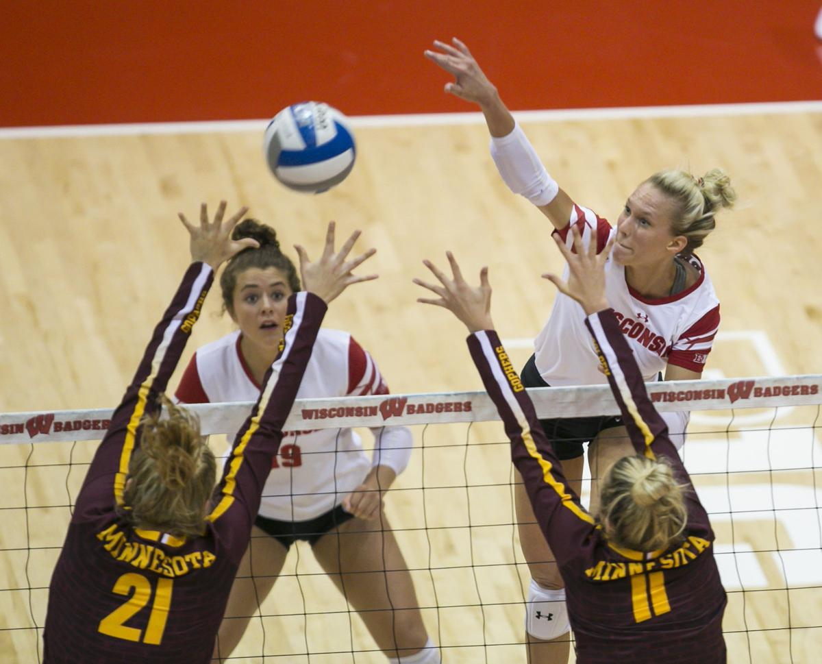 Kelli Bates, Badgers volleyball, Andy Manis photo