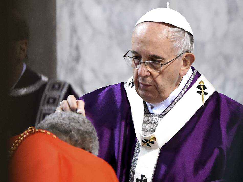 Pope giving ashes