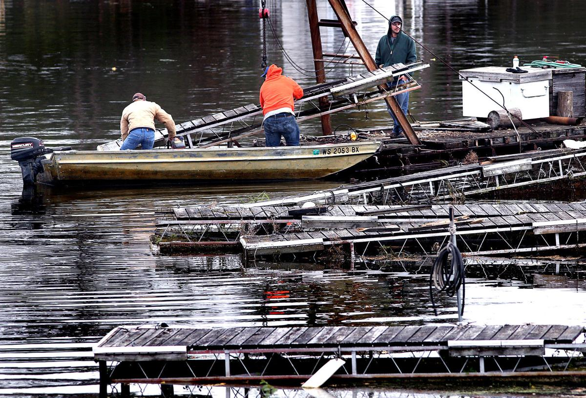 La Crosse Boat Harbor residents scramble after order to vacate