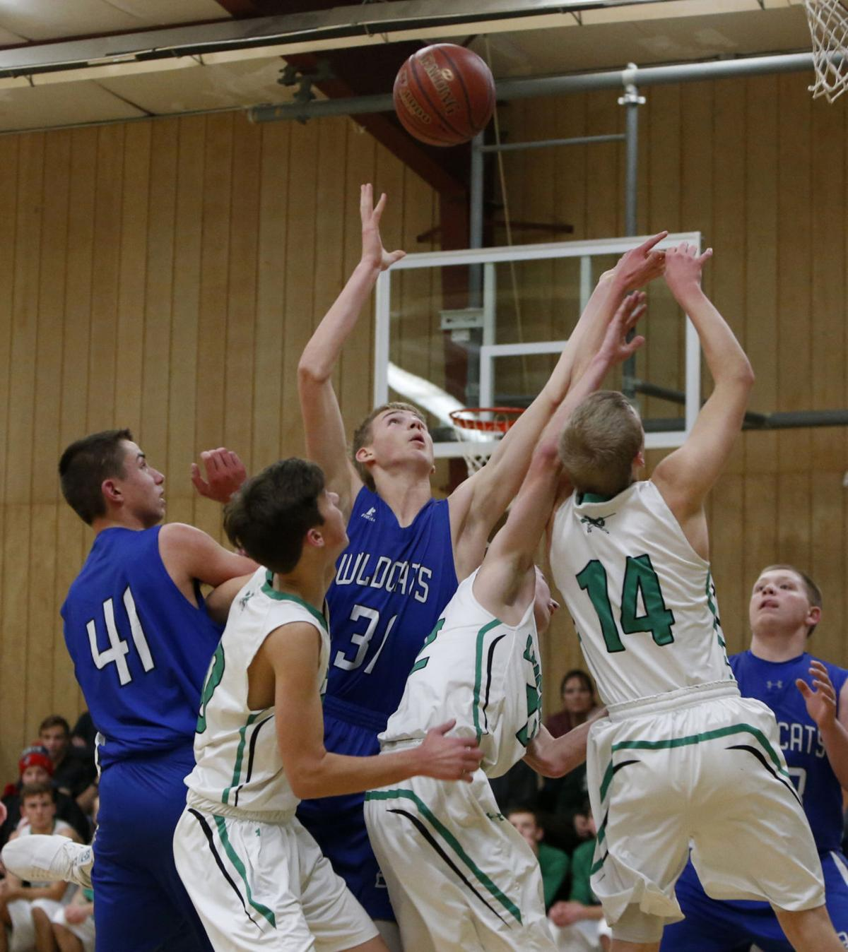 Wildcats split pair of closely-contested games