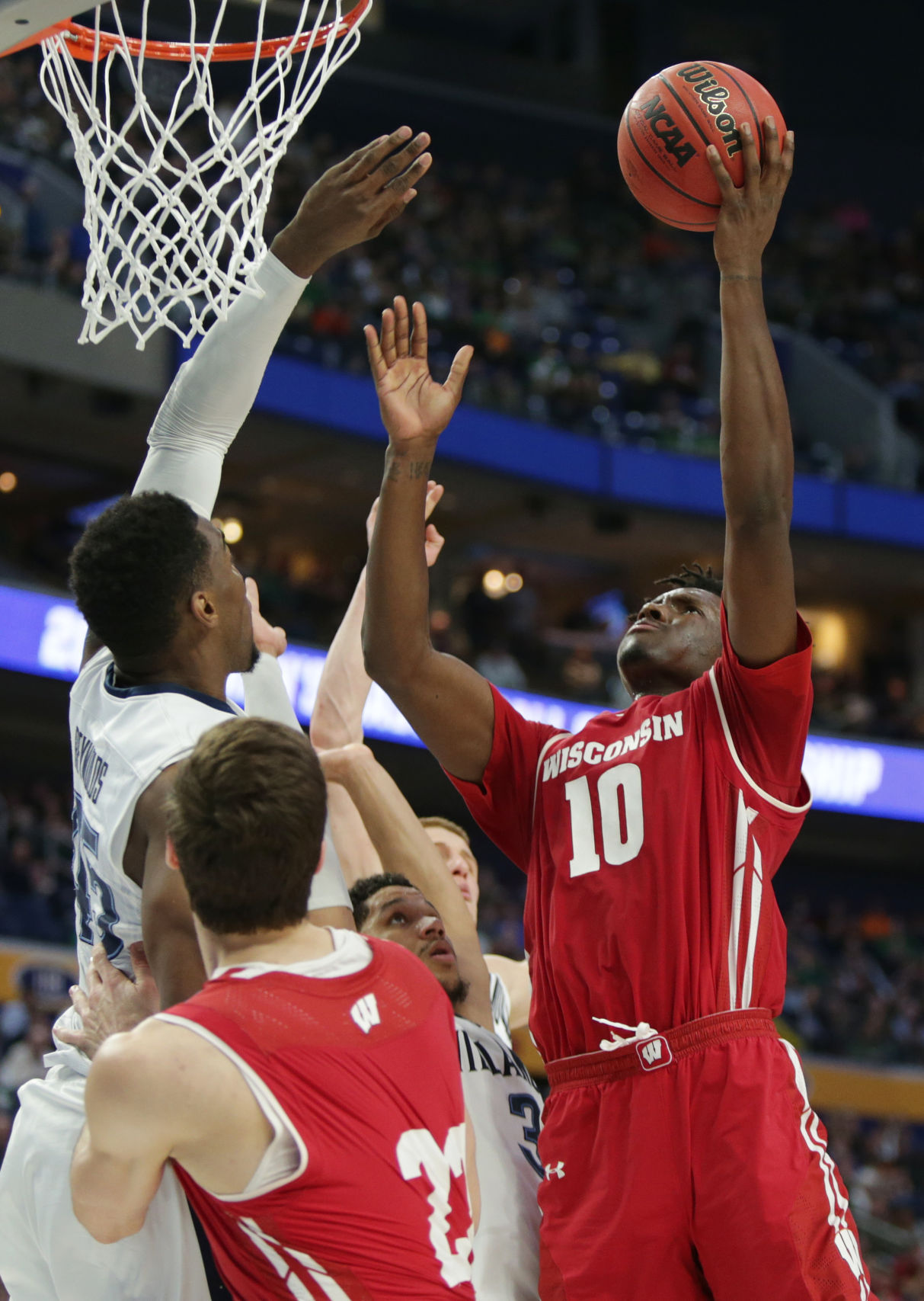 Nigel Hayes' loudest statement: Getting Badgers to Sweet 16