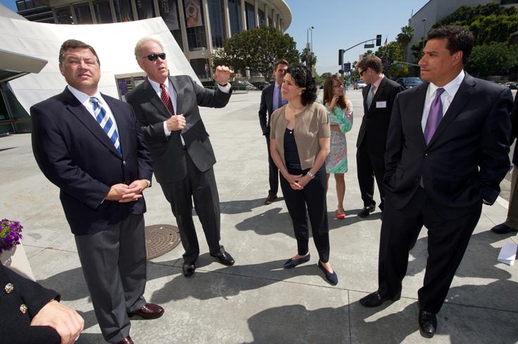 Streetcar Proponents Woo Washington Leader