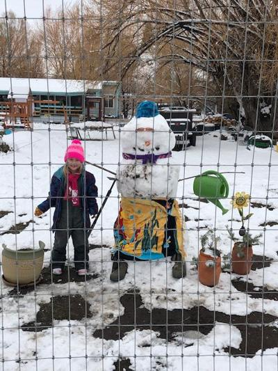Paisley holds snowman contest