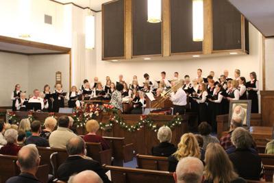 Christmas Chorus entertains Lakeview