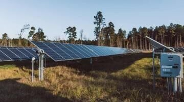 Commission narrowly recommends solar facility