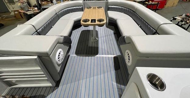 2022 P-23 Lounge Limited Edition (FREE Trailer) 150HP image 2