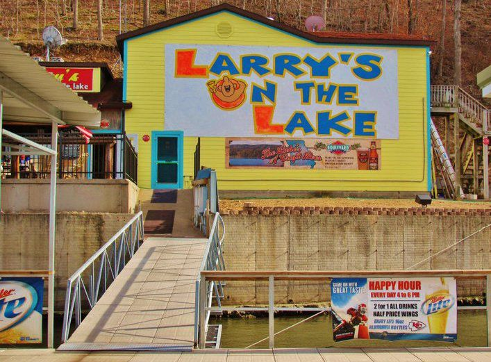 Larry's on the Lake building