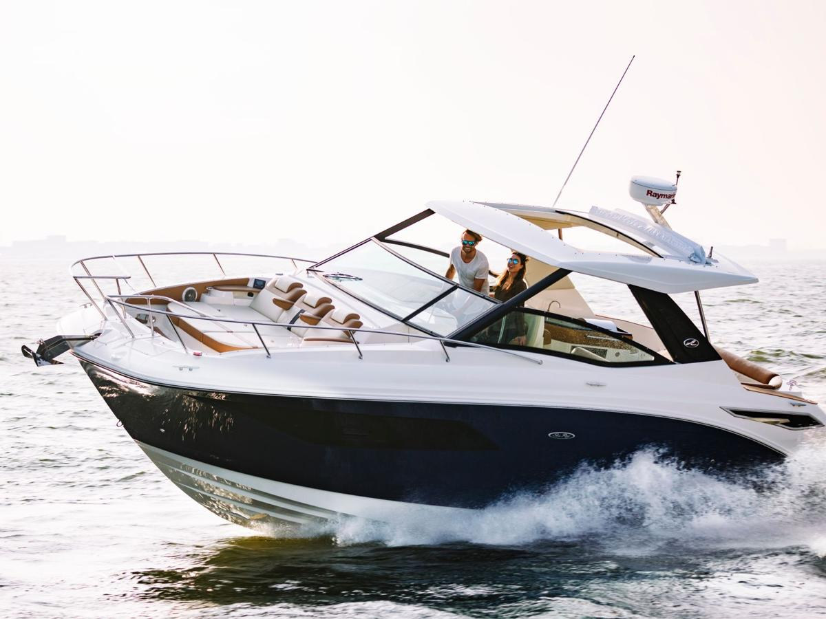 Sea Ray Sundancer 320: Party In The Back And In The Front!