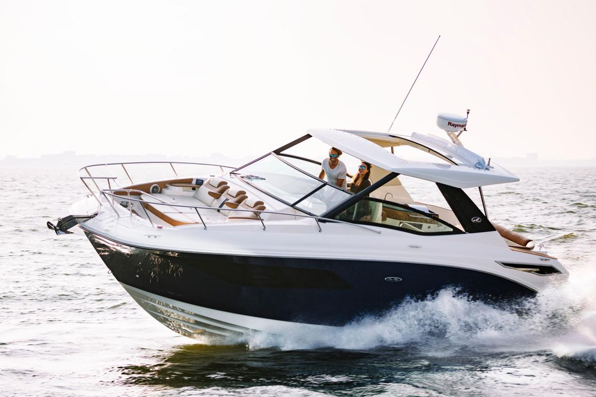 Sea Ray Sundancer 320: Party In The Back And In The Front