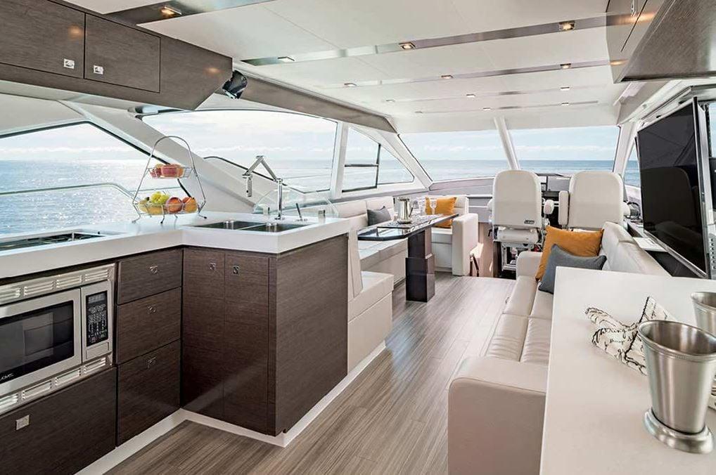 Cruisers 60 Fly - Salon.JPG