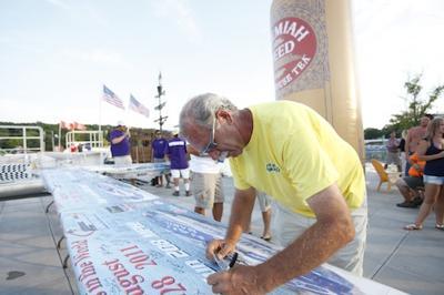Bill Tomlinson Signs Shootout Banner