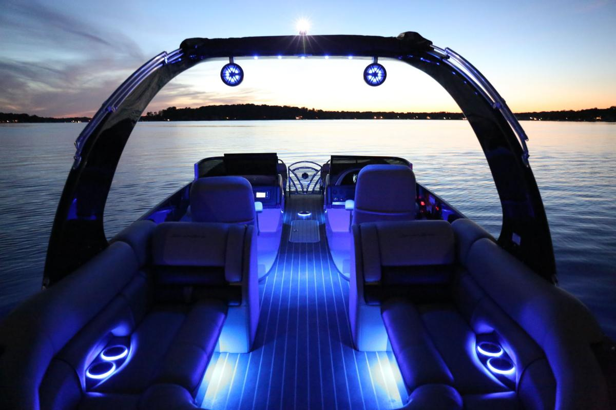 South Bay 25 Sport RS9 DC lighted stern