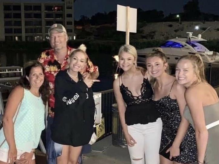 Blake Shelton & Gwen Stefani Enjoy A Sweet Escape To Lake Of The Ozarks