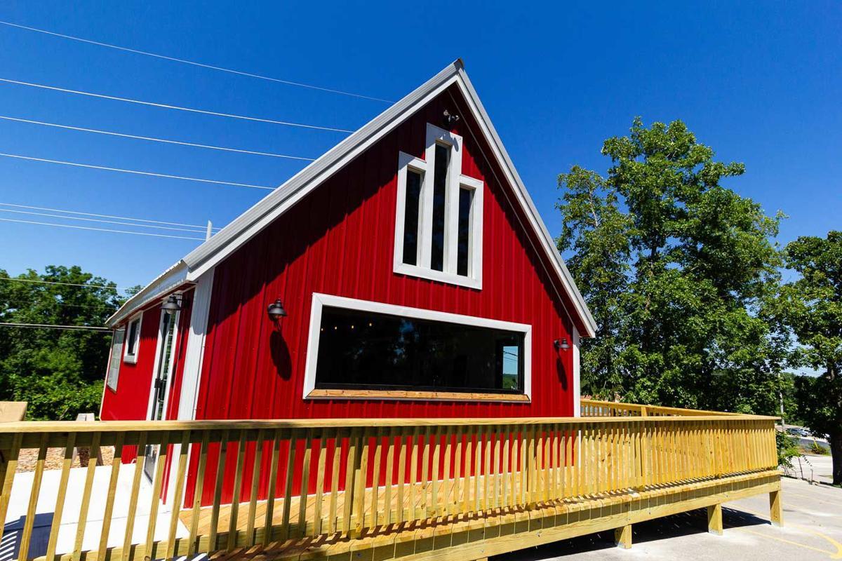 Shawnee Bluff Winery Tasting Barn