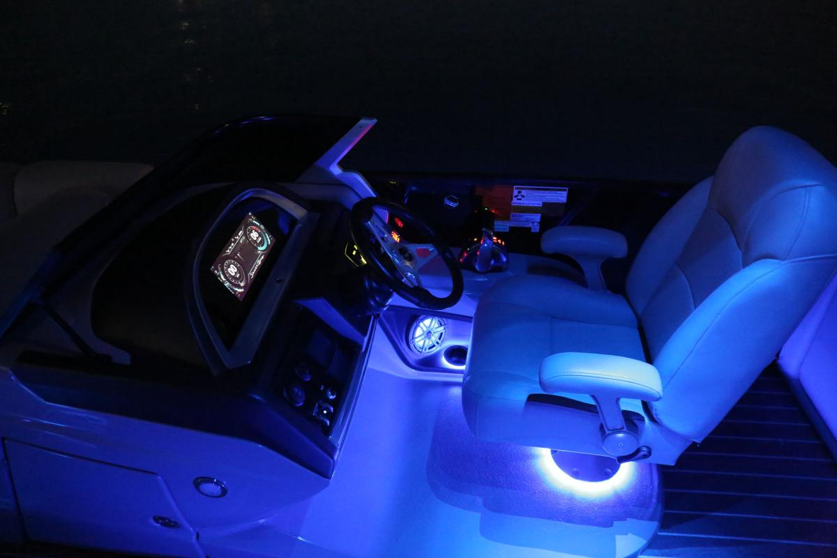 South Bay 25 Sport RS9 DC lighted helm