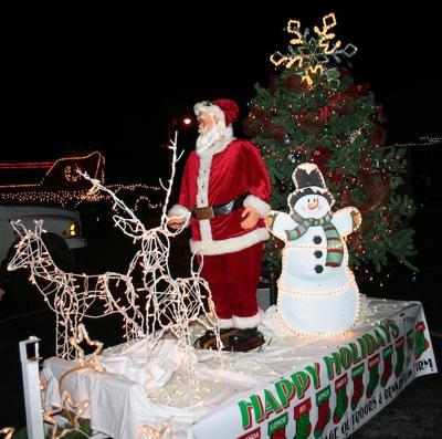 2021 Camdenton Christmas Parade Lake Christmas Displays Well Worth The Drive Lake Of The Ozarks Community News Lakeexpo Com
