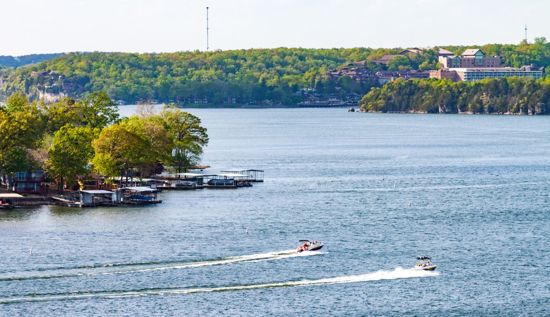 spring boater s guide to lake of the ozarks restaurants bars rh lakeexpo com