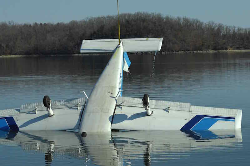 Sunken Houseboat Is Lifted Off The Lake Floor [VIDEO] | Boat Crashes