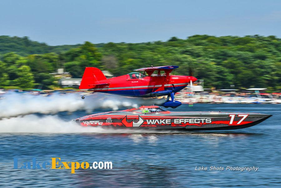 Shootout Boat w/Water Plane
