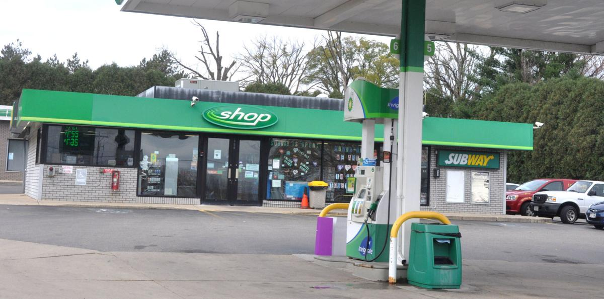 A proposal to demolish an existing gas station/convenience store has received initial approval