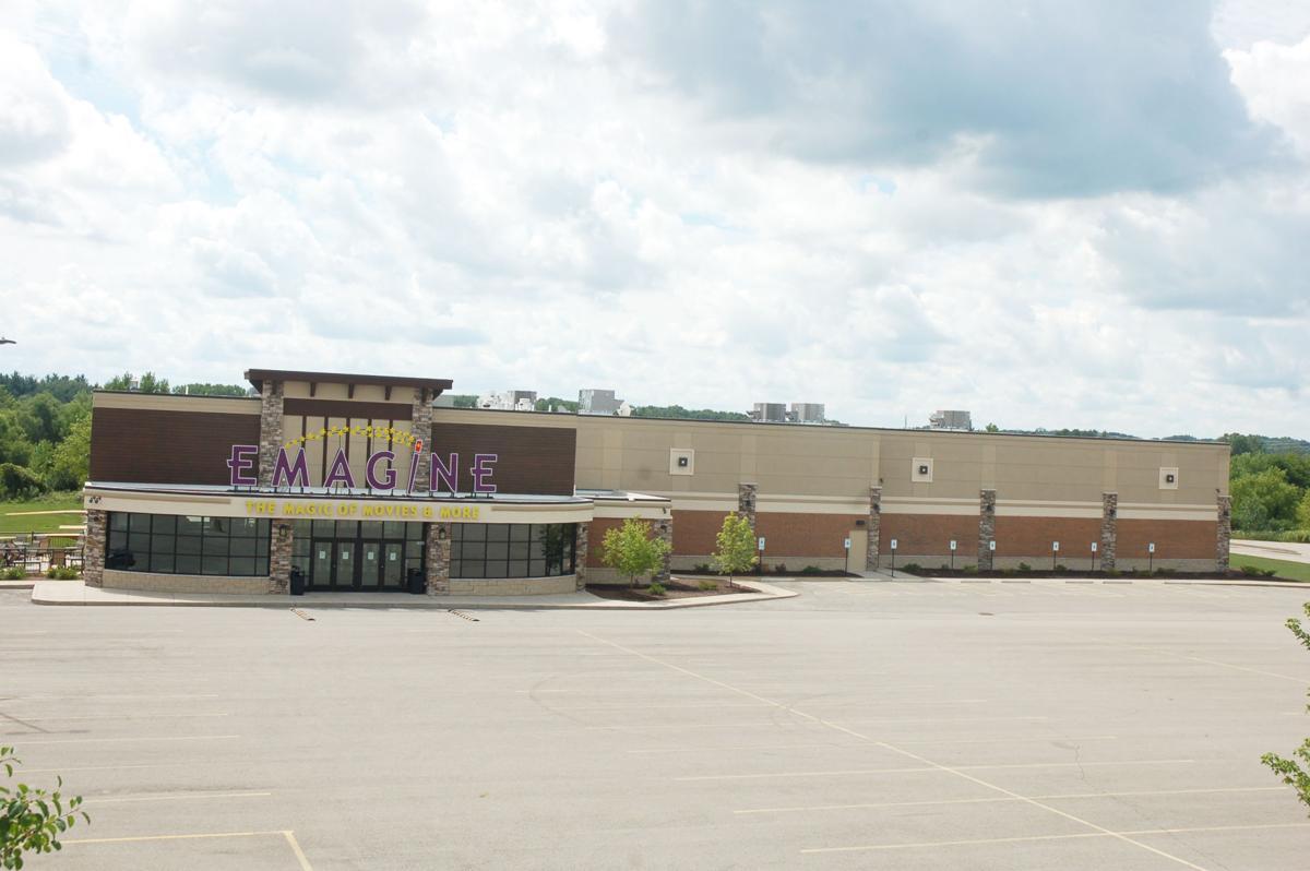 Emagine Geneva Lakes movie theater closed, empty parking lot
