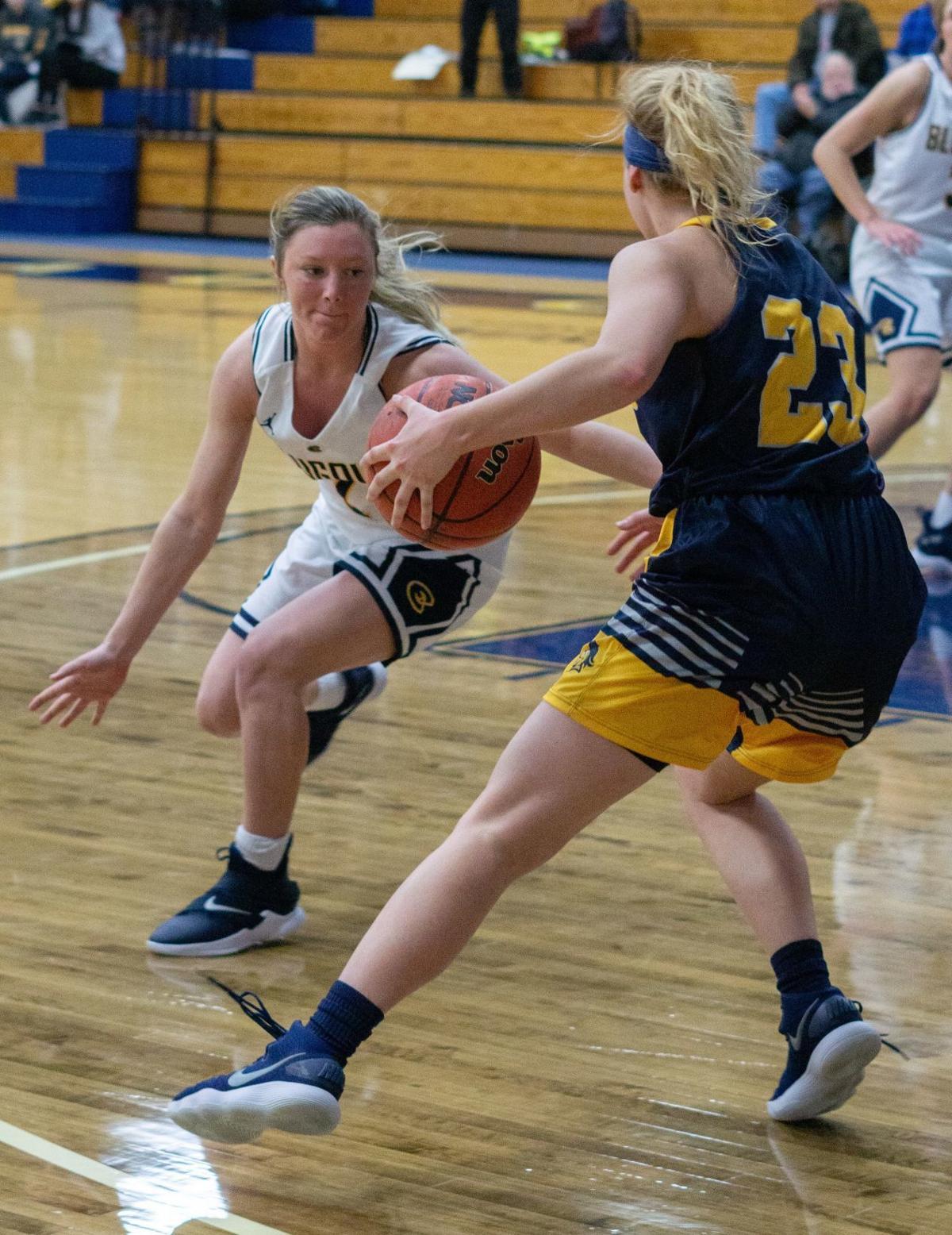 Women's basketball: Hoeppner scores 31 as Blugolds overcome
