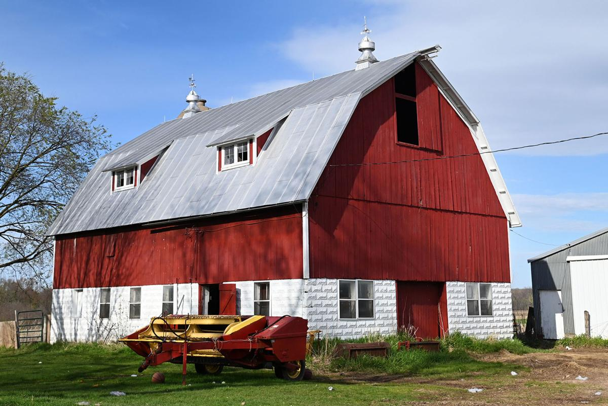 Ben Photo May 2021 Old Red Barn in Town of Poy Sippi