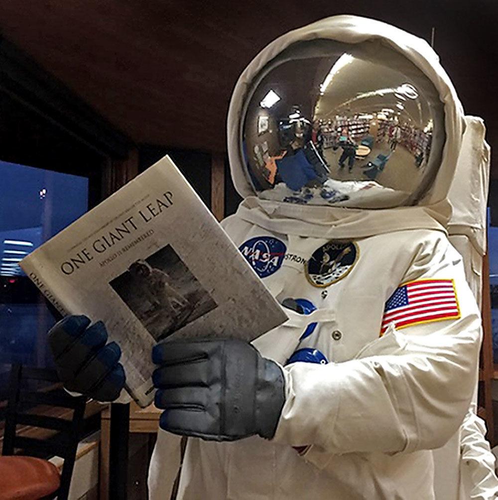 071019_con_spacesuit