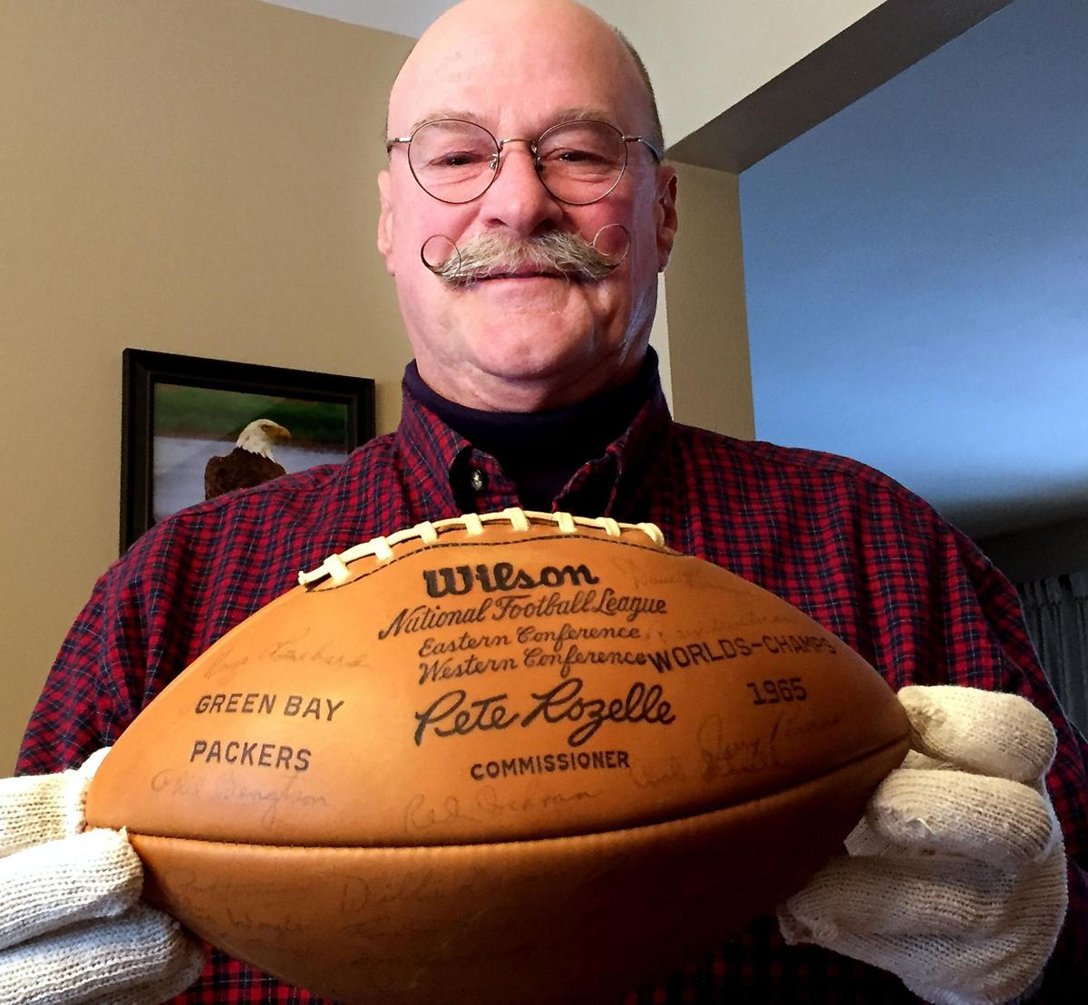 825b5c36 Off Beat: Packers fan carries a piece of team history with ...