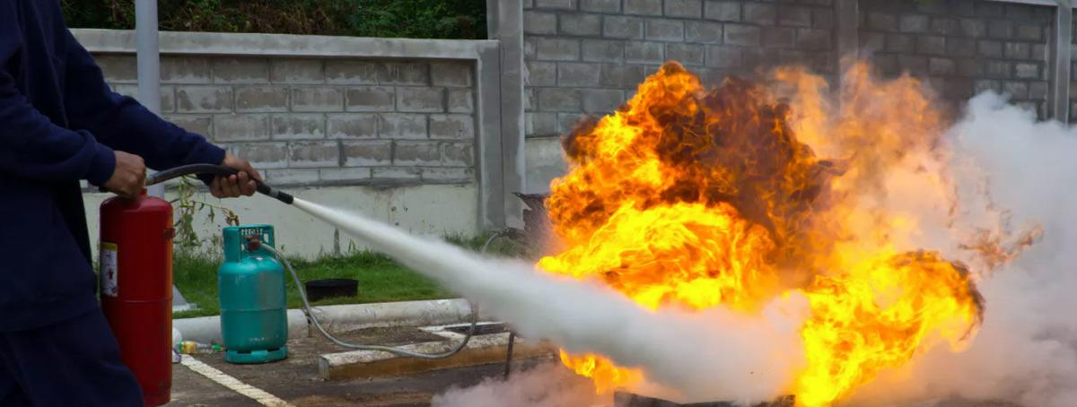 Curious Kids: How does the stuff in a fire extinguisher stop