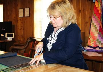 Honey Bee Quilting to open at Bottom View Farm