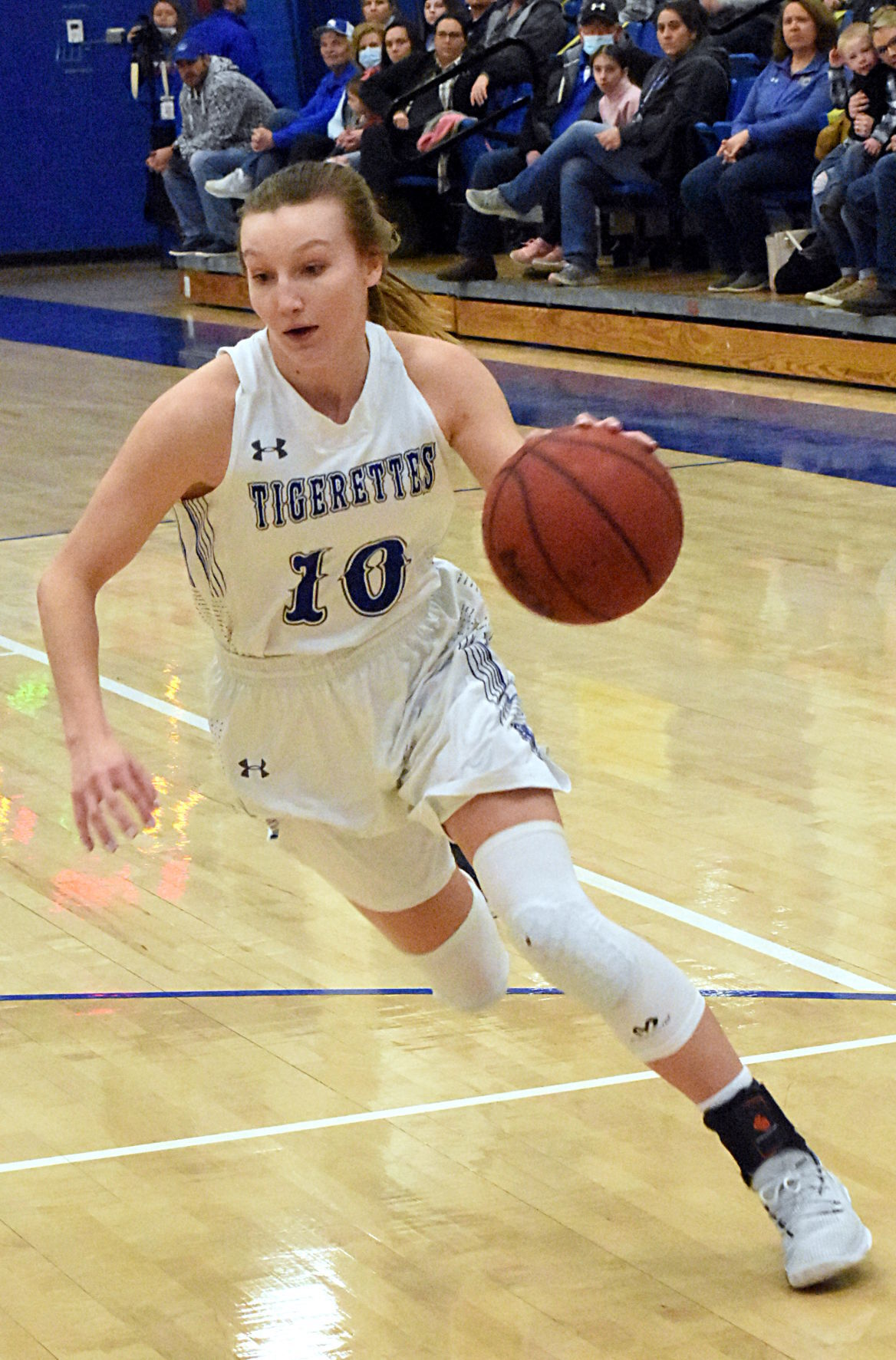 GREGORY NAMED MISS BASKETBALL FINALIST PHOTO 2