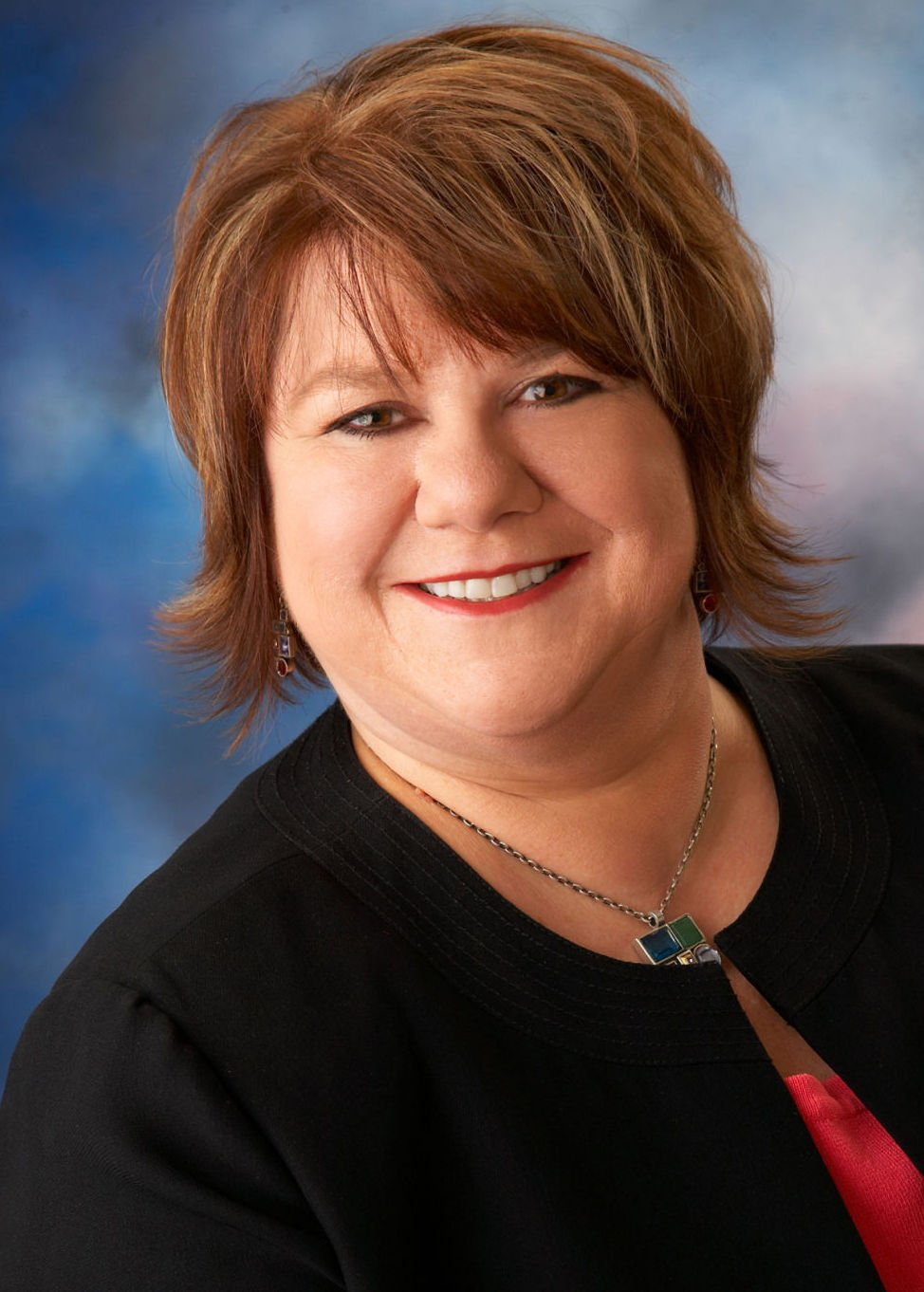 lee enterprises promotes julie bechtel to group publisher  ava thomas to publisher in lincoln