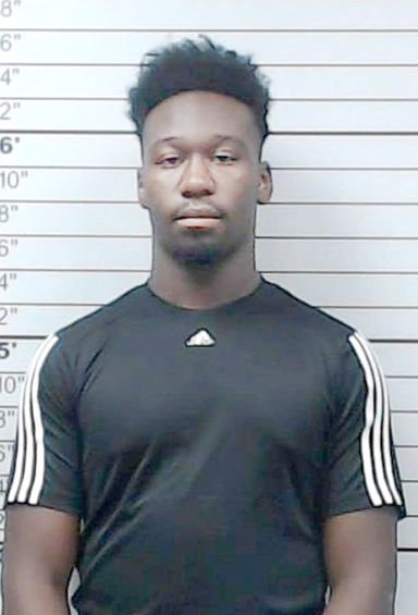Tupelo  inmate  attacks  officers