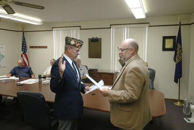 Tony Hansen sworn in as a Veteran's Service Committee member