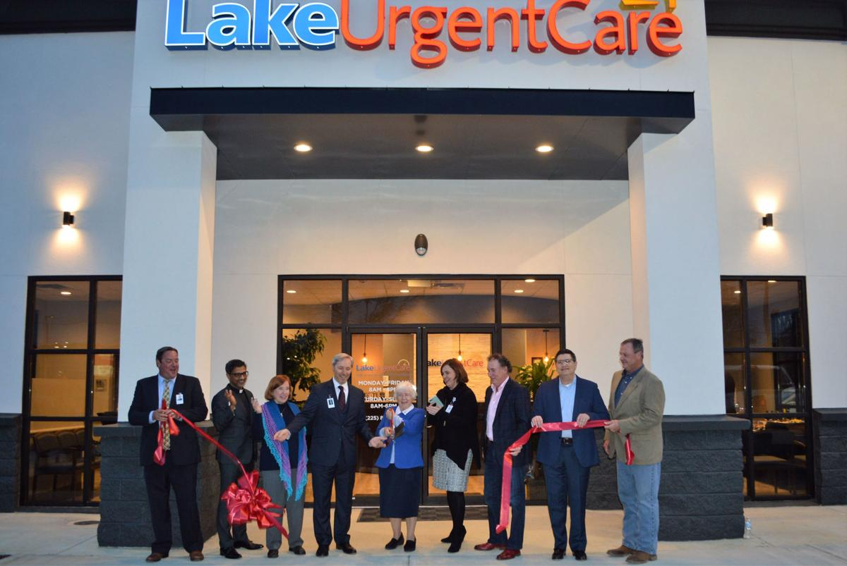 Lake Urgent Care Walker Holds Ribbon Cutting