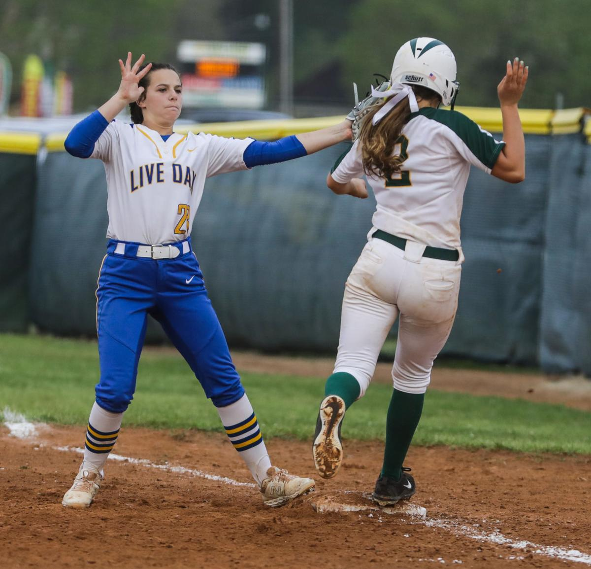 Live Oak at Walker softball Emalea Dimaio Madelyn Bourgoyne