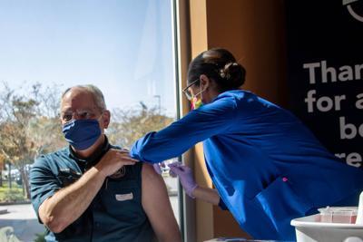 Edwards gets flu shot