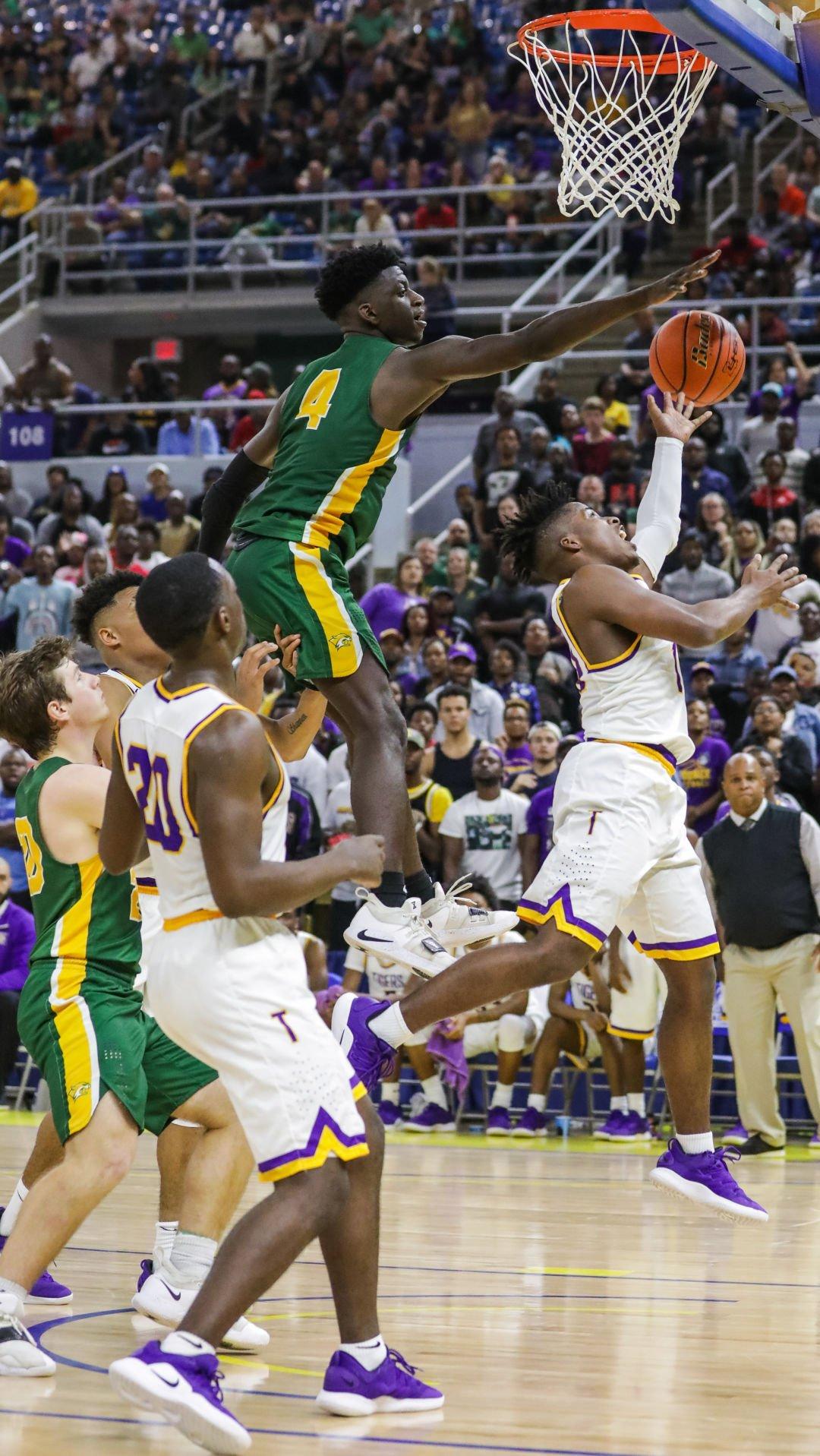 Walker vs. Thibodaux boys basketball Brian Thomas