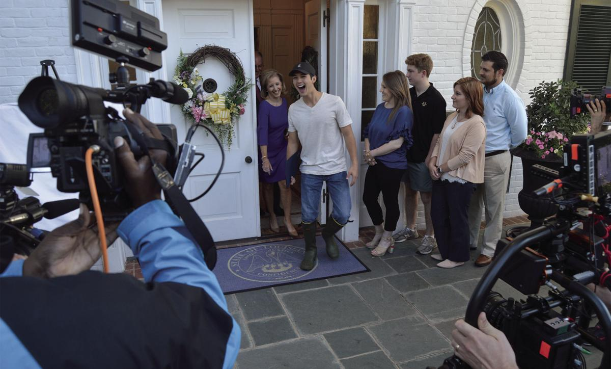 Laine Hardy visits Governor's Mansion