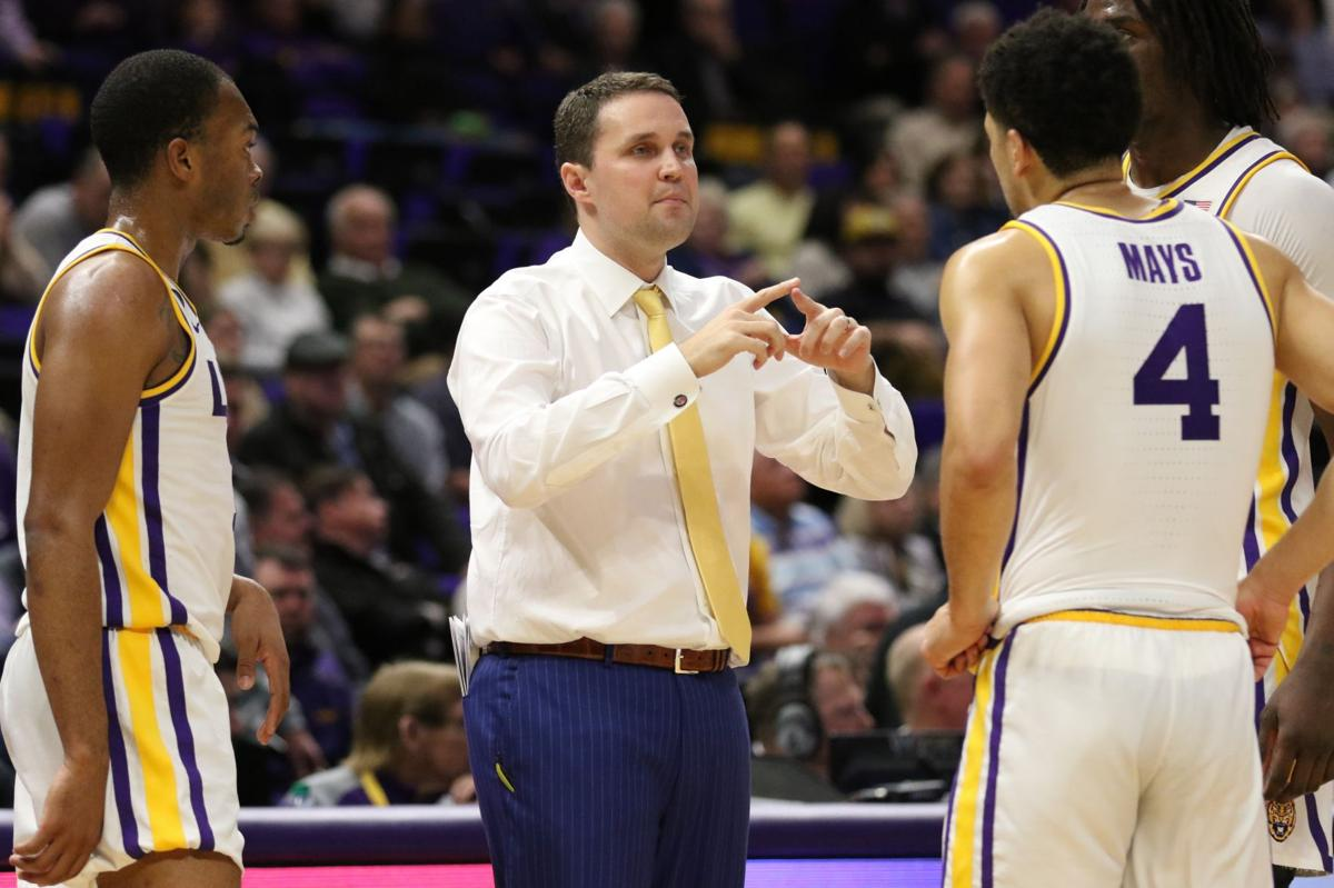 LSU coach Will Wade talks with Javonte Smart (1), Skylar Mays (4) and Naz Reid (0) during a timeout vs. Florida.jpg