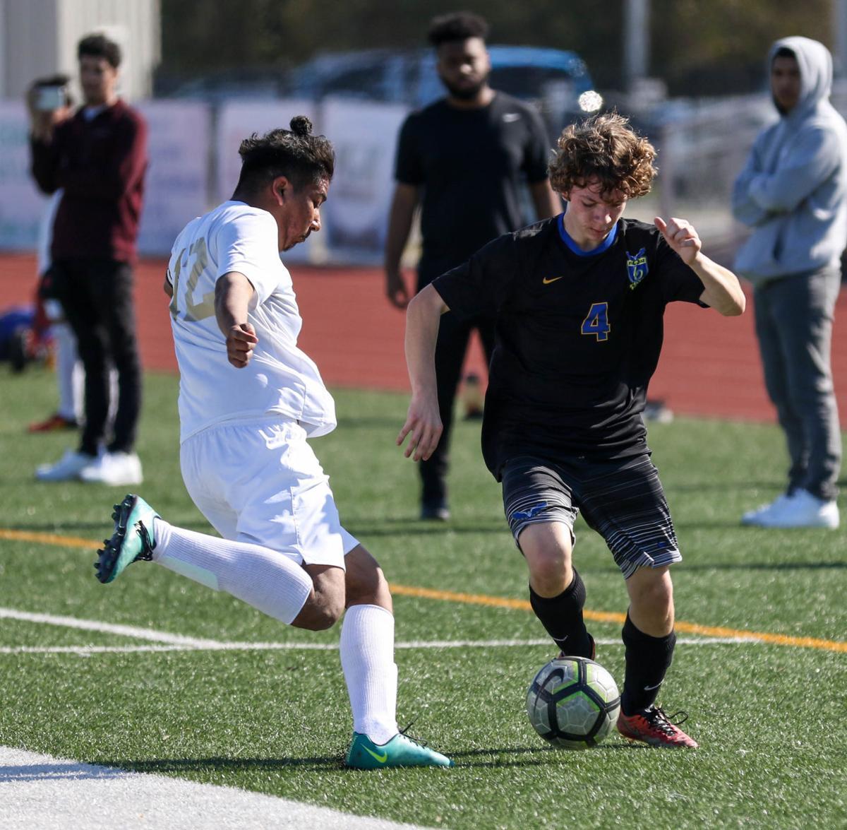 Live Oaks boys soccer vs. Helen Cox: LOHS' Blake Schubert