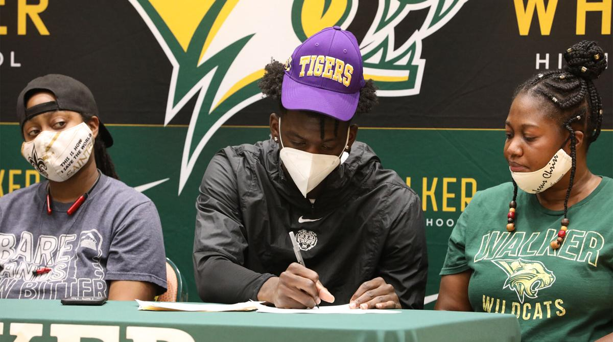 Brian Thomas signs with LSU