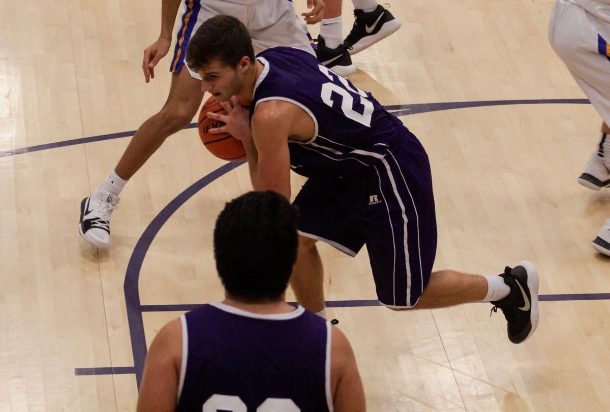 Holden vs. Live Oak boys basketball Damien Richardson