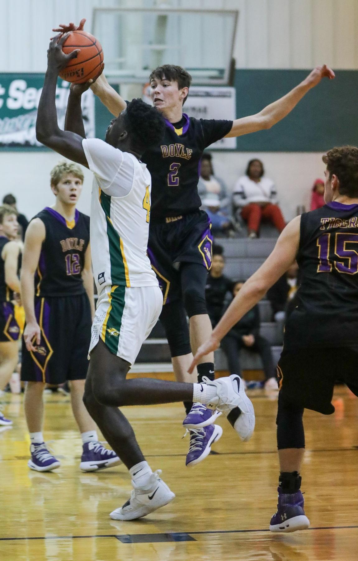 Doyle vs Walker boys basketball Andrew Yuratich Brian Thomas