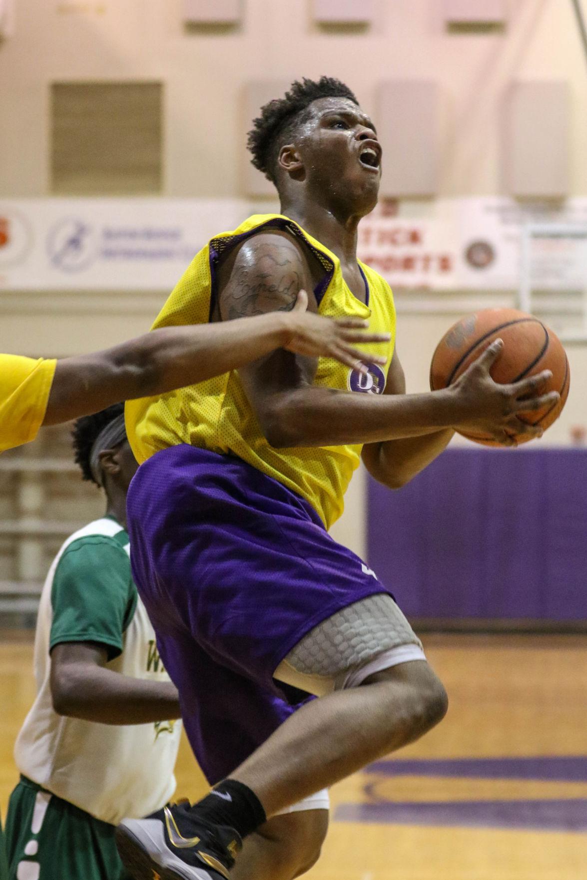 DSHS-Walker basketball Xavier Miles